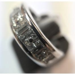 Alliance en OR Blanc avec Diamants Princesse et Baguette